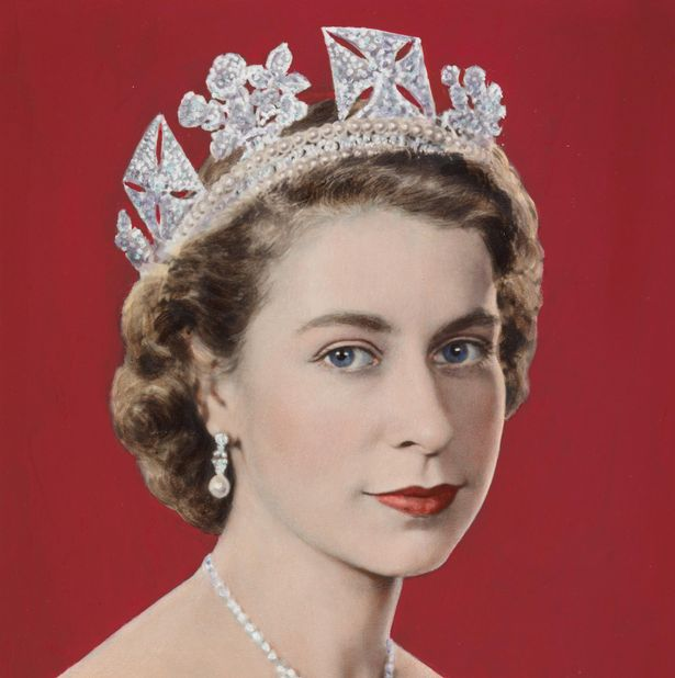 The Queen_s Bahrain Pearl and Diamond Drop earrings2
