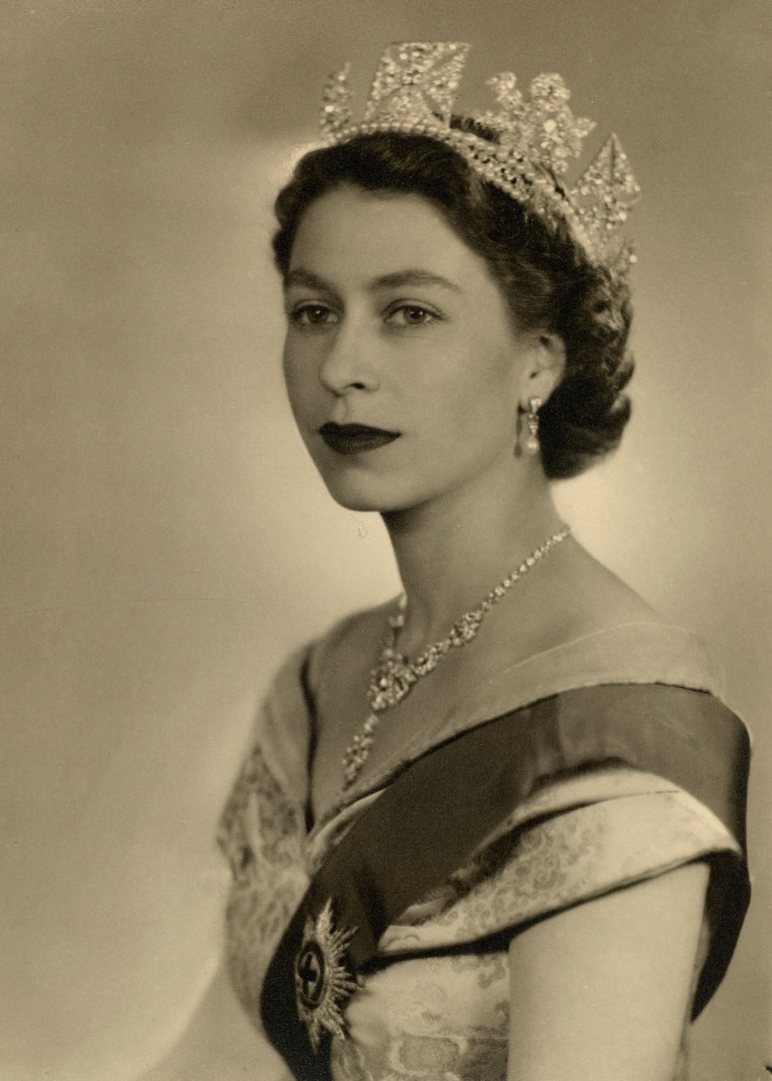 The Queen_s Bahrain Pearl and Diamond Drop earrings3